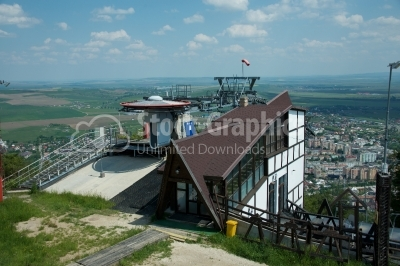 Cableway station for car gondola