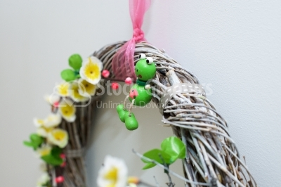 Little wood frog detail on wreath decoration