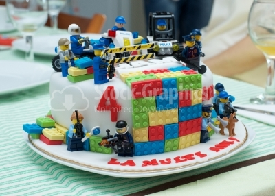 Lego cake decorated with minifigurines