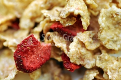 Corn flakes with dried strawberry
