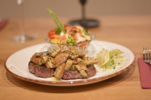 Delicious beef steak covered with sauteed mushrooms. Garnish with au gratin potatoes and wheat germ.