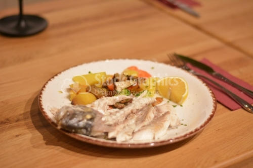Fish boned with vegetables, ready to be served.