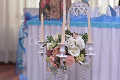 Floral arrangement with candles on a wedding