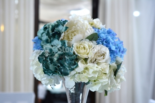 Flower arrangement with blue and white flowers
