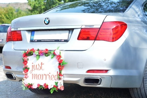 Just married sign on a modern car
