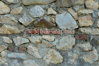 Natural stone wall with a brick stripe