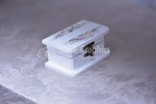 White box with floral motifs for accessories.